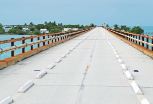 Approaching Pigeon Key on 7 Mile Bridge