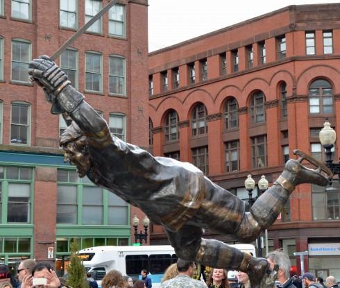 Bobby Orr statue