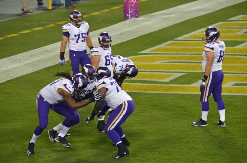 Vikings O-line Warming Up