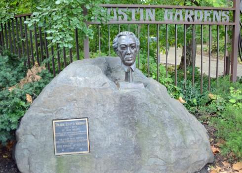 Frank Lloyd Wright Bust, Austin Gardens