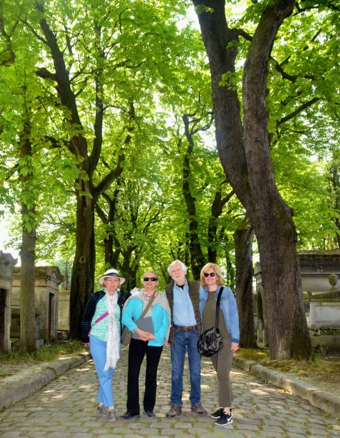 On Avenue du Thuyas in Pere Lachaise