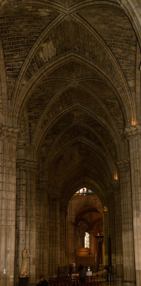 First use of ribbed barrel vaulting in St. Denis Basilica