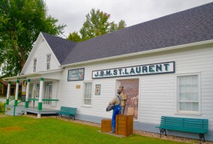 St. Laurent General Store, Compton
