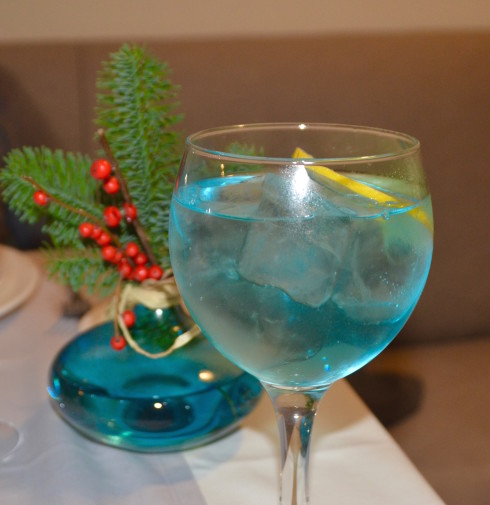 Blue gin and tonic