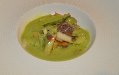 Pea soup infusion with anchovies and vegetables