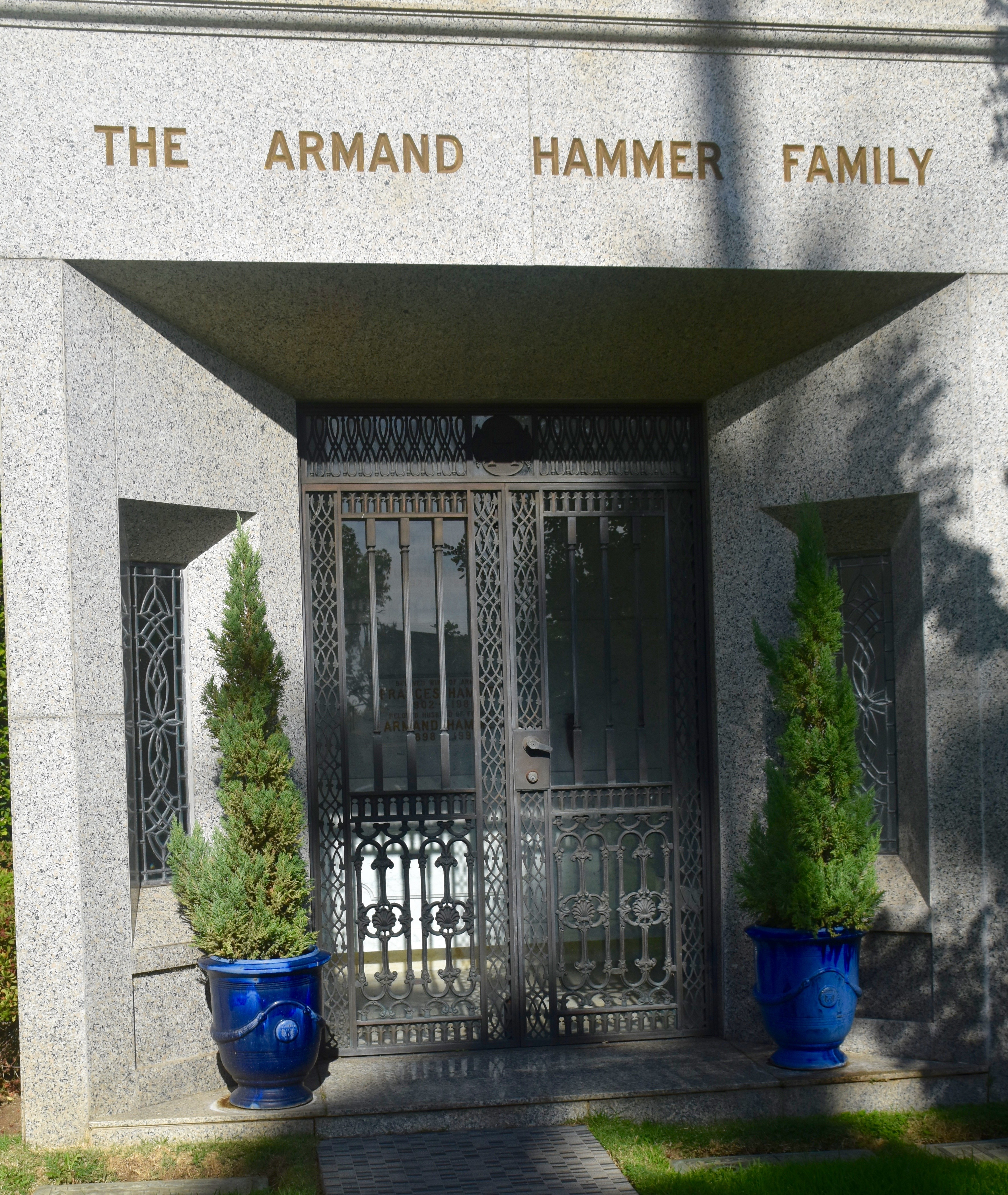 Armand Hammer, Westwood Village Cemetery
