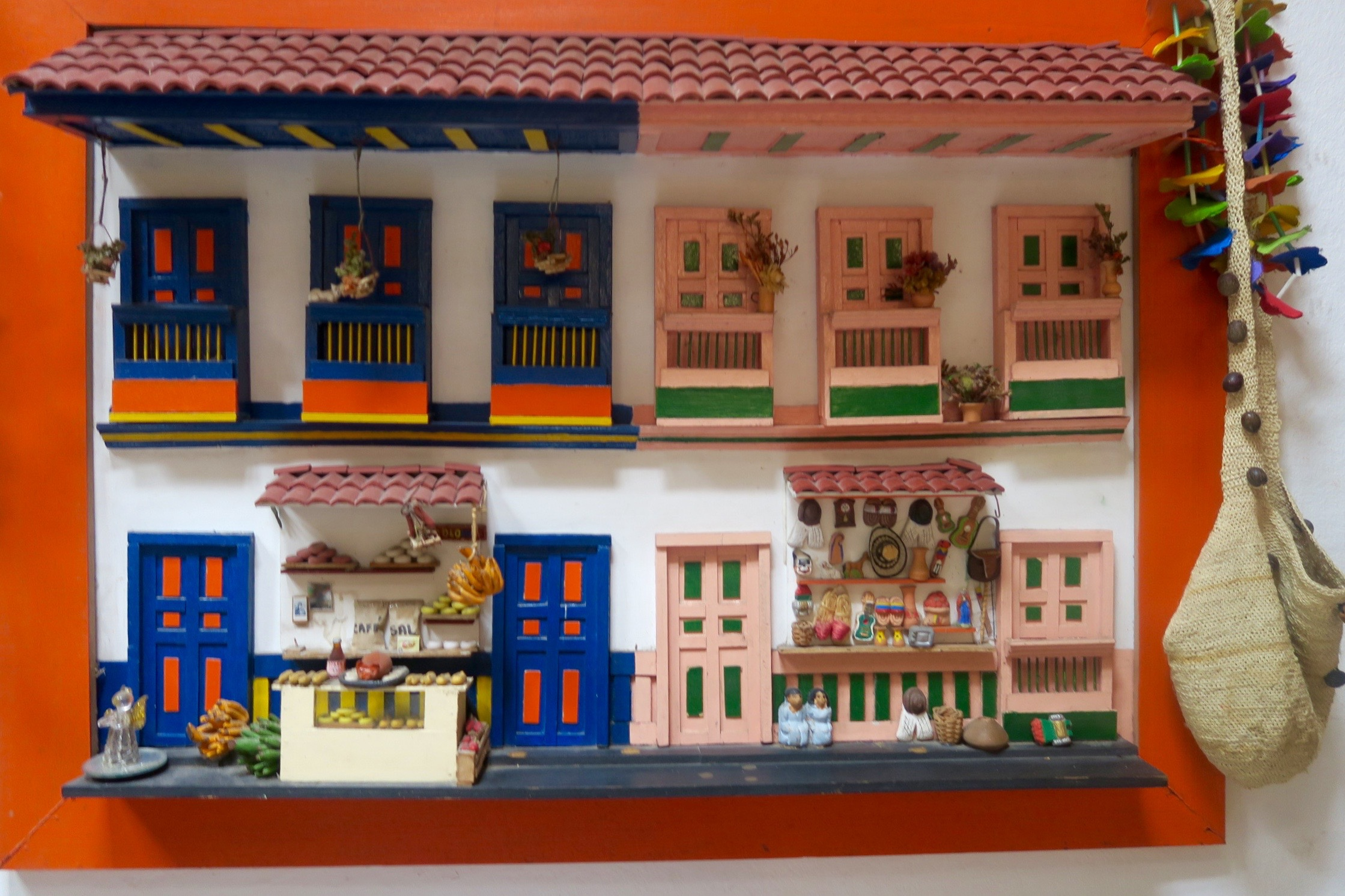 Folk Art Street, Donde Laurita