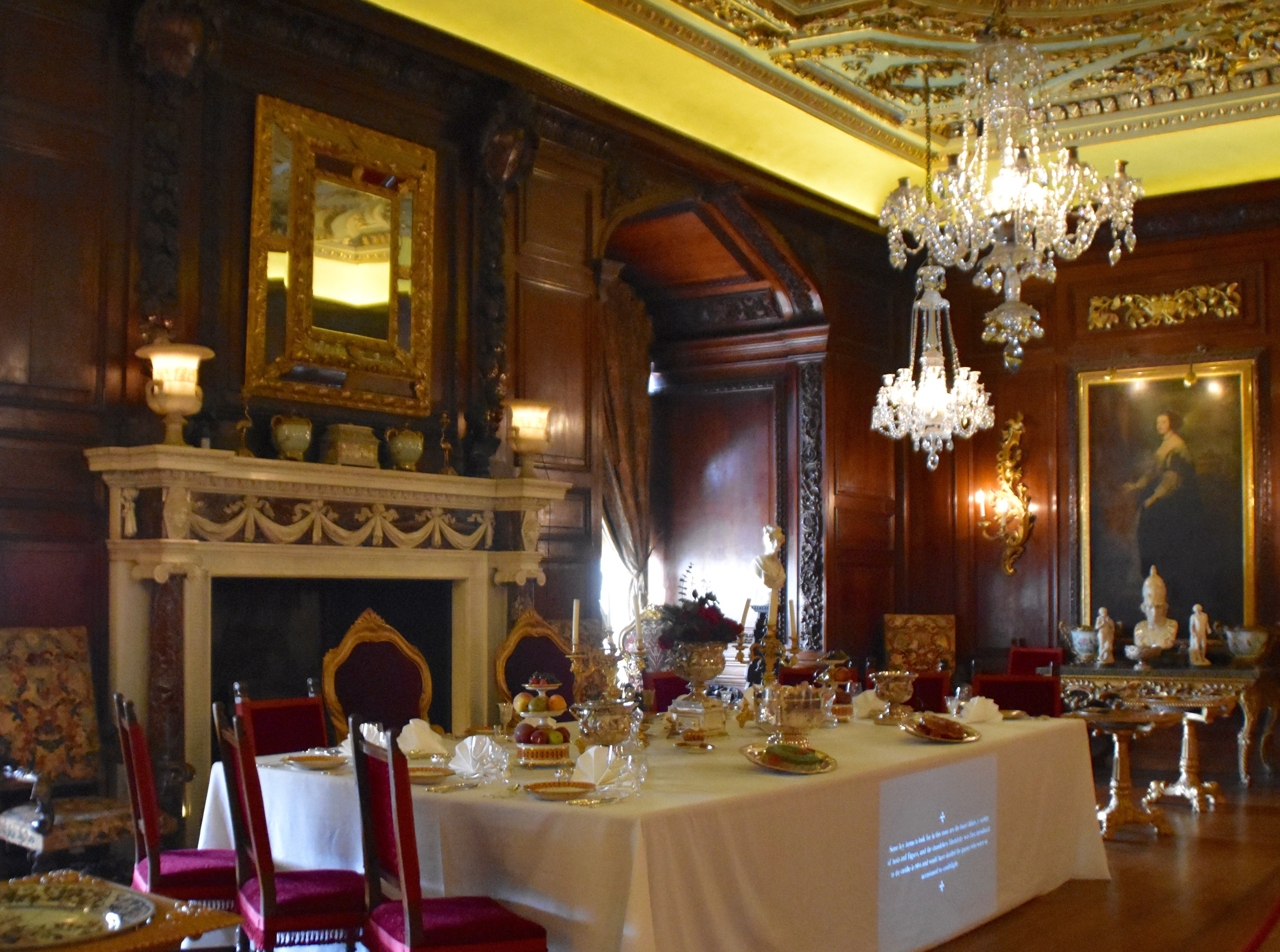 Warwick Castle 1 000 Years Of British, Warwick Castle State Dining Room Set
